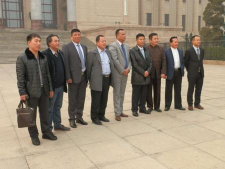 管总与兄弟会长在北京大会堂开会时的合影
